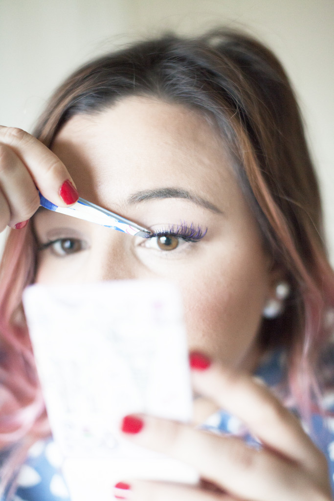How-To-Put-On-Strip-Lashes