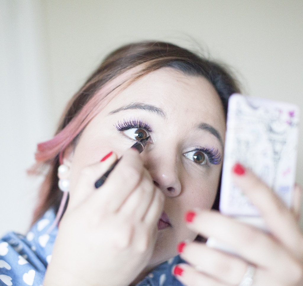 How-To-Put-On-Strip-Lashes-To-Enhance-Your-Eye-Color