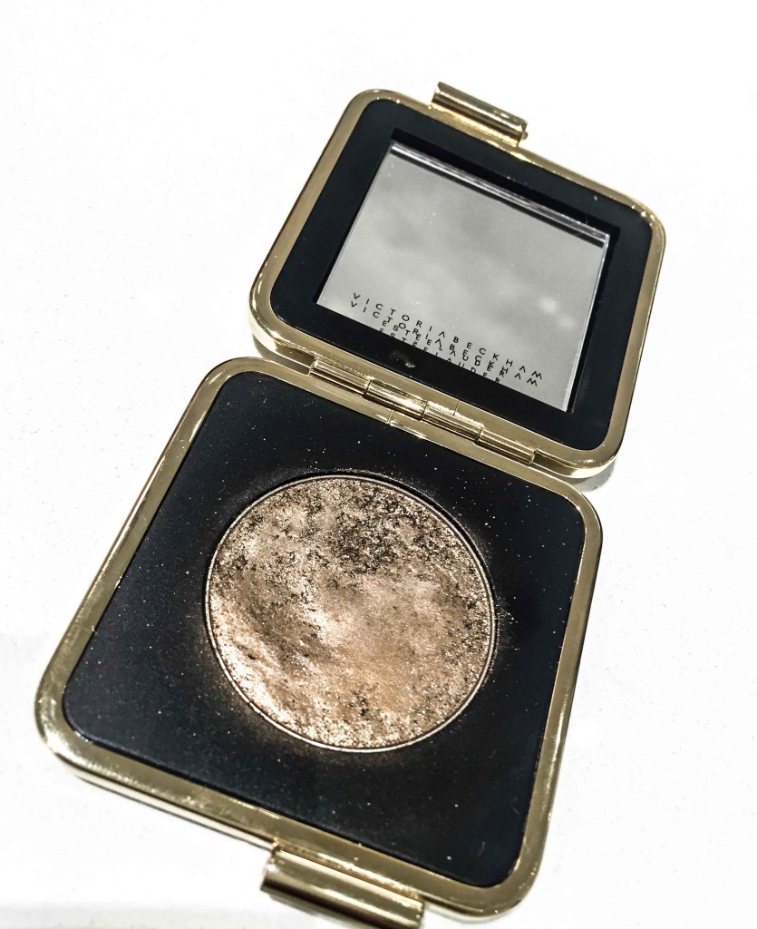 My favorite item from the #VBxEsteeLauder collection is this eyeshadow-flattering for all eye colors
